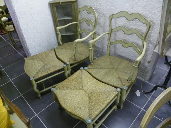 paire de fauteuils avec repose pied reproduction 100 2455. Black Bedroom Furniture Sets. Home Design Ideas