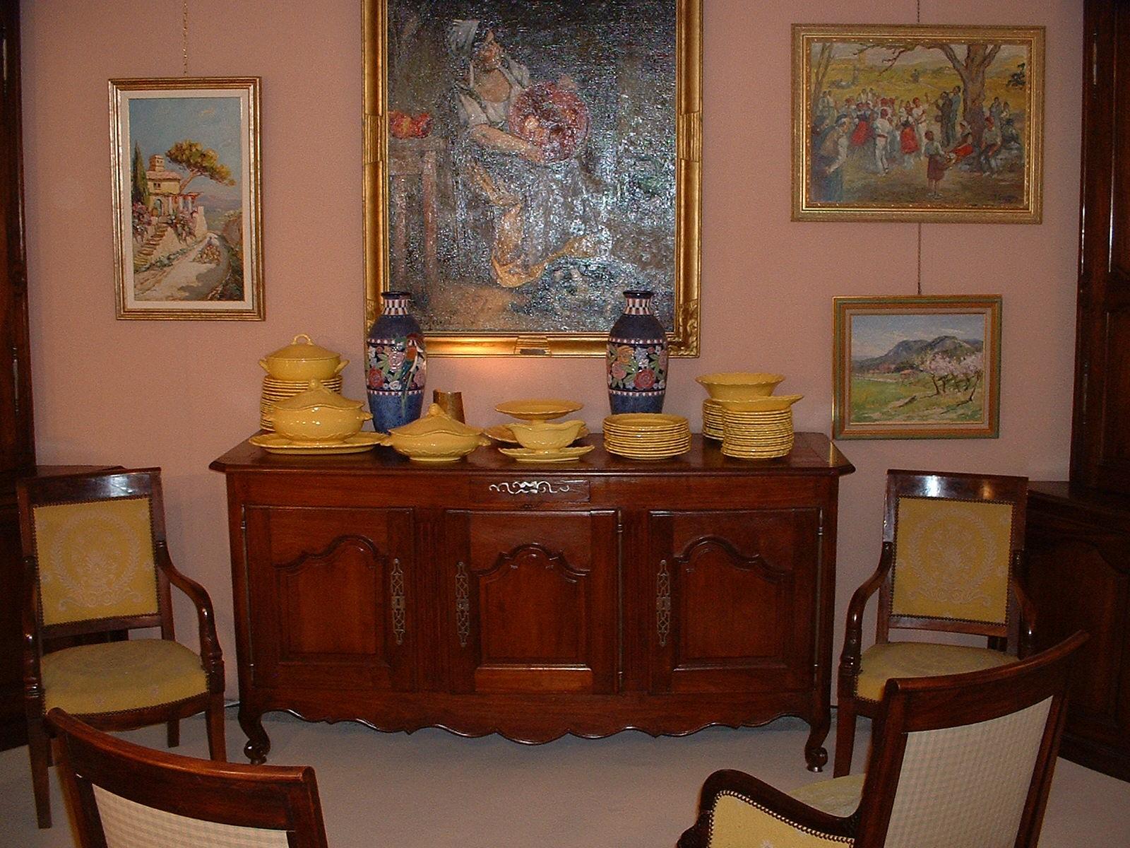 paire de fauteuils aux dauphins 53 839. Black Bedroom Furniture Sets. Home Design Ideas
