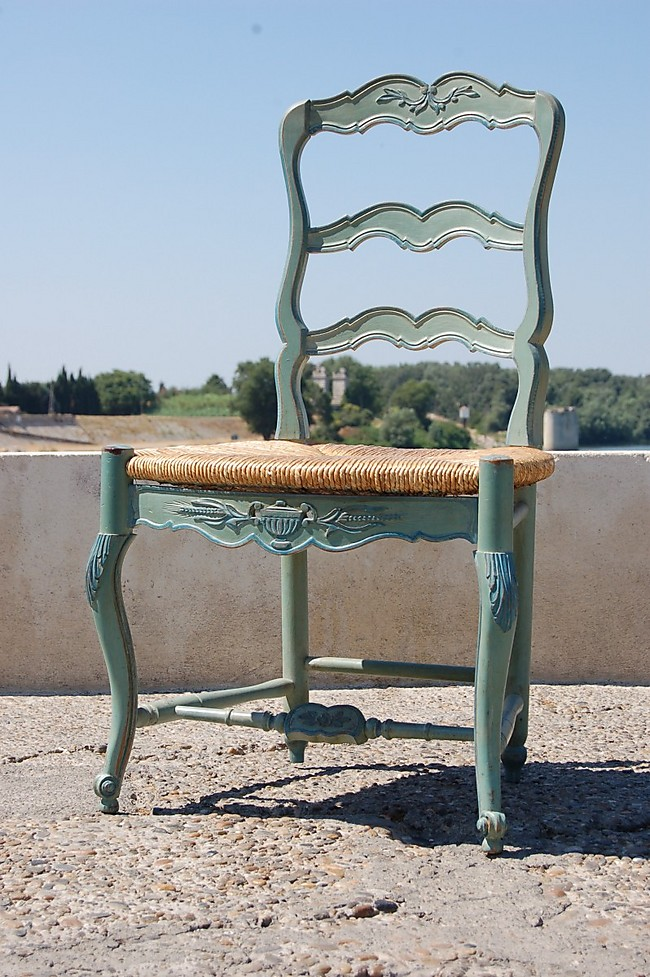 refaire une chaise image intitule reupholster a chair step with refaire une chaise cuest le. Black Bedroom Furniture Sets. Home Design Ideas