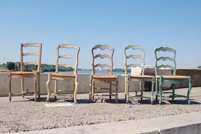 divers mod les de chaises peintes disponibles dans nos tablissements. Black Bedroom Furniture Sets. Home Design Ideas