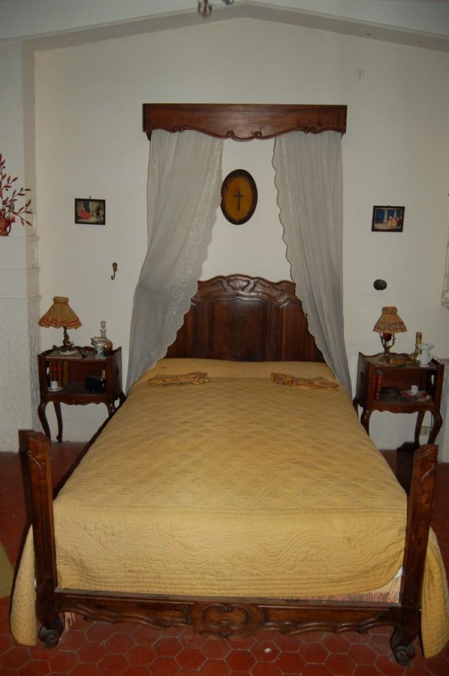 litoche proven ale en noyer et ciel de lit assorti epoque d but xx me si cle. Black Bedroom Furniture Sets. Home Design Ideas