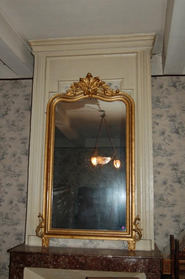Miroir en bois dor fronton feuillages et rinceaux sur for Miroir in english