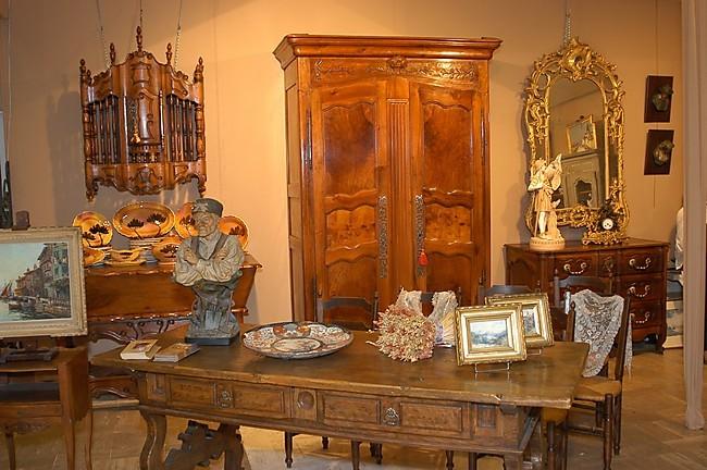 armoire de mariage proven ale en noyer massif epoque xix. Black Bedroom Furniture Sets. Home Design Ideas
