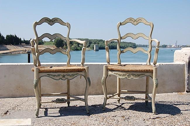 Paire de fauteuils proven aux louis xv traverse feuillages for Meubles provencaux